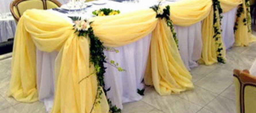 Как украсить столы на свадьбу своими руками?