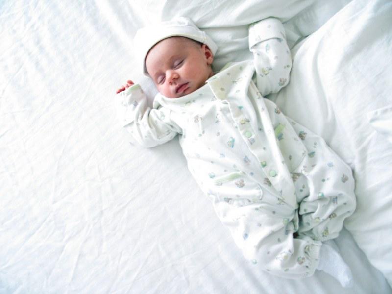 Какая одежда нужна новорожденному, а какая нет