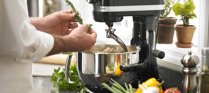 Для чего нужны кухонные комбайны и измельчители